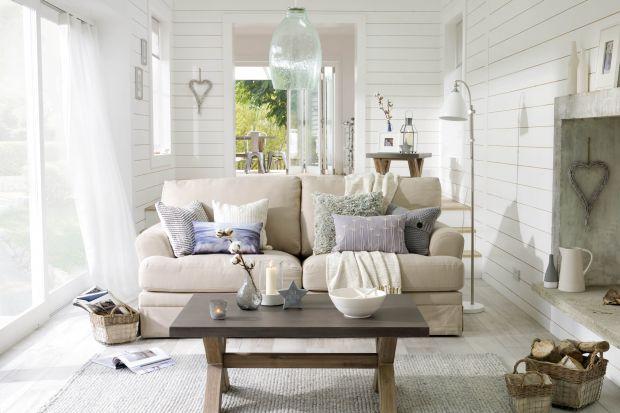 Przytulny salon. 3 sposoby, jak ocieplić meble