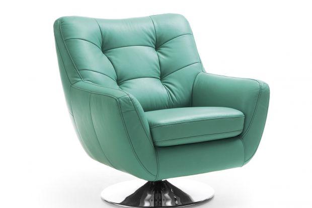 Fotel Boss wyróżnia się ciekawą formą. Głębokie siedzisko zapewnia komfort wypoczynku.