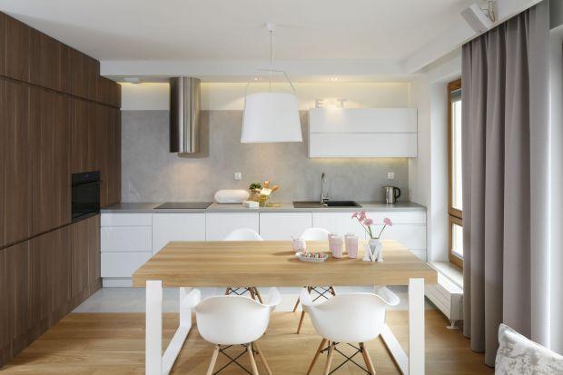 Jak urządzić kuchnię w bloku, aby była funkcjonalnym miejscem, a do tego zachwycała niebanalną stylistyką? Warto zobaczyć, jak urządzili ją inni.