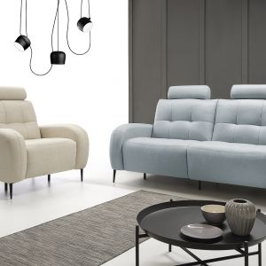 Sofa Trick ma cienkie nóżki, które sprawiają, że mebel prezentuje się niezwykle lekko. Fot. Etap Sofa
