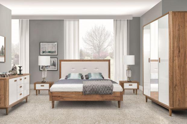 Modna sypialnia. Białe meble ocieplone drewnem