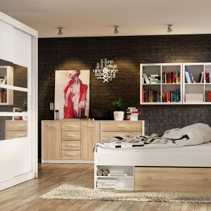 Łóżko z kolekcji Nepo ma praktyczne półki pod stelażem. Fot. Black Red White