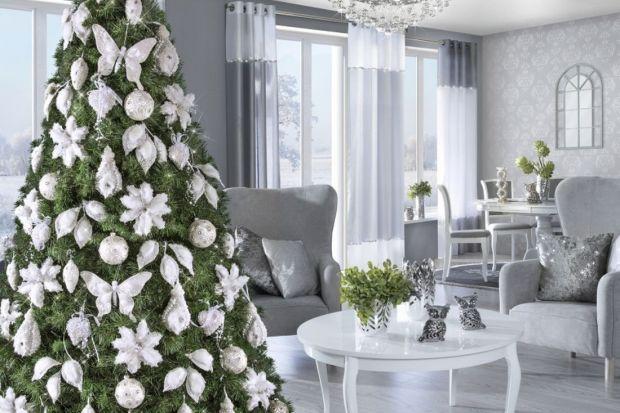 Świąteczne drzewko to jeden z najważniejszych symboli Bożego Narodzenia, a zarazem zwieńczenie wszystkich dekoracji, które tworzą w domu świąteczny nastrój. Prezentujemy kilka pomysłów na choinkę.