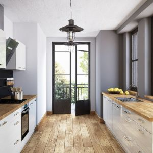 Kuchnia Miramar to modne połączenie bieli i dekoru z rysunkiem drewna. Fot. RuckZuck