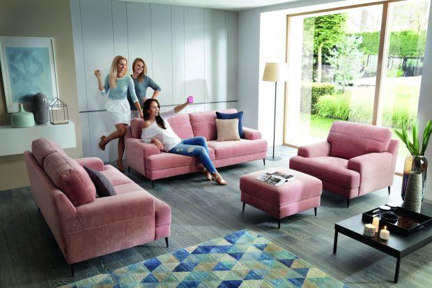 """W kolekcji """"Mondo"""" znajduje się sofa dwuosobowa, sofa trzyosobowa, fotel oraz pufa."""
