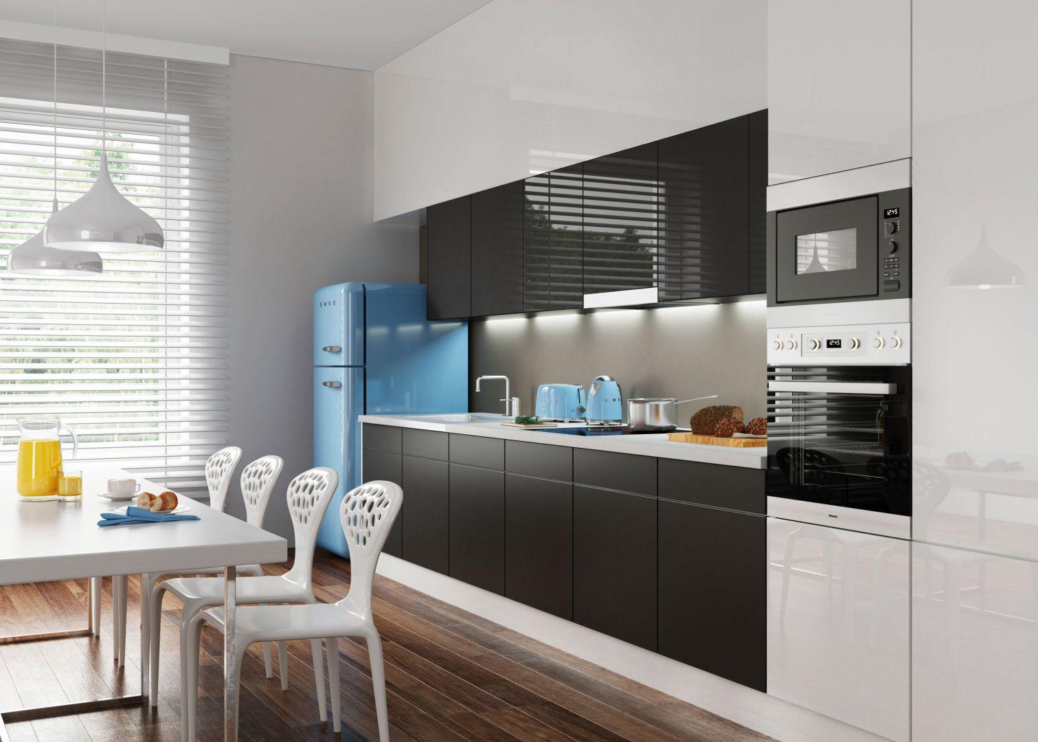 Kuchnia z frontami wykonanymi z  kolorowego szkła. Na zdjęciu szkło Colorimo Sati. Fot. Mochnik