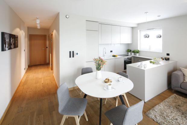 Białe meble w kuchni. Zdjęcia z polskich domów