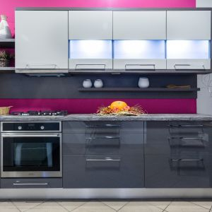 Osoby starsze nie potrzebują skomplikowanych sprzętów AGD. Fot. Studio Max Kuchnie
