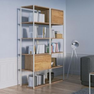 Półka na książki ze skrzyniami, które można wyjąć. Fot. Borcas