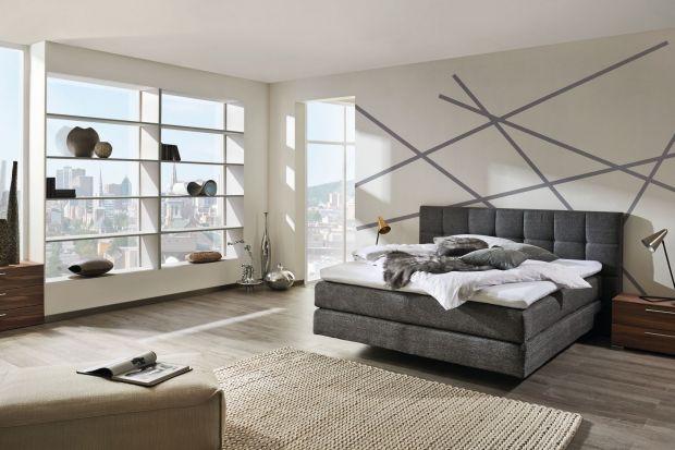 Nieustająco popularne i coraz chętniej wybierane przez Polaków są łóżka z tapicerowanym wezgłowiem. Lubimy je, ponieważ są komfortowe i pozwalają stworzyć w sypialni ciepły i przytulny klimat.