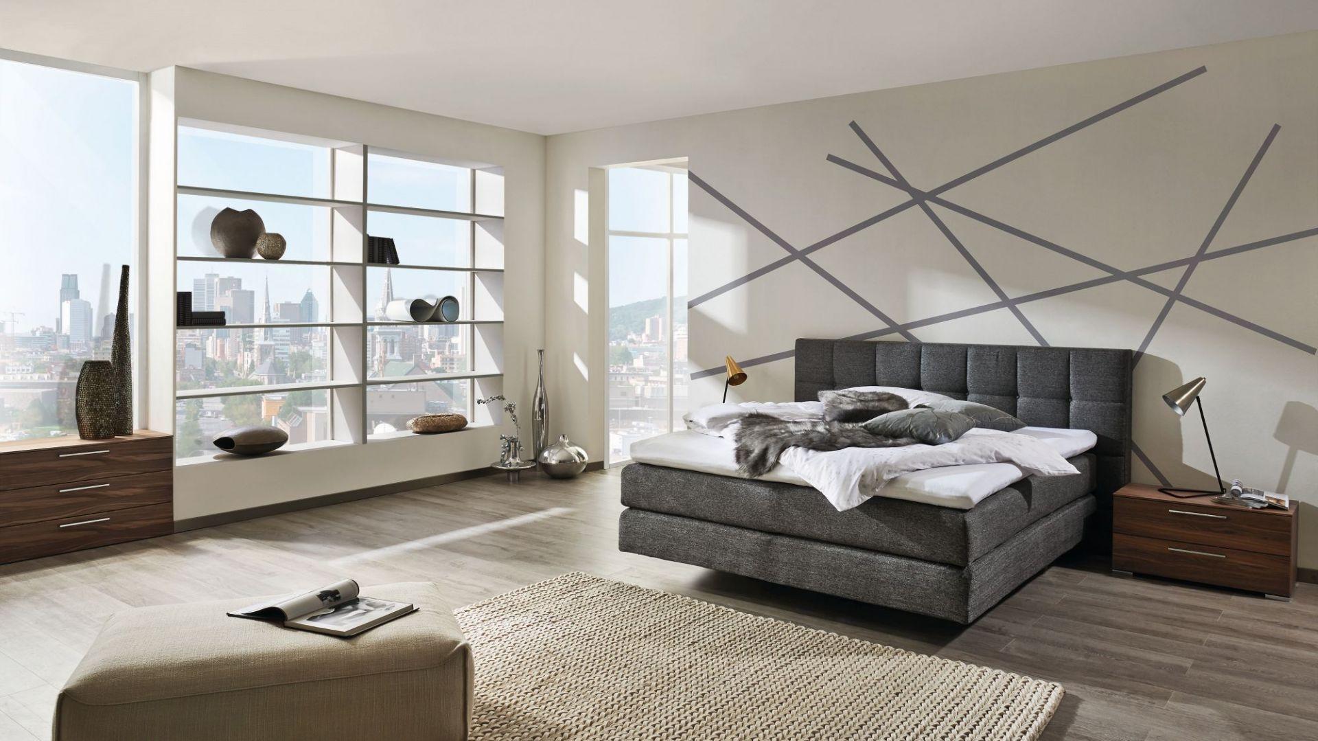 Łóżko My Suite wyróżnia się ciekawą formą. Wygląda jakby się unosiło w powietrzu. Fot. Huelsta