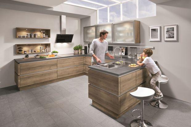 Szkło to bardzo wdzięczny materiał. W kuchni zaś prezentuje się wyjątkowo pięknie. Wnętrze staje się niezwykle nowoczesne i eleganckie.