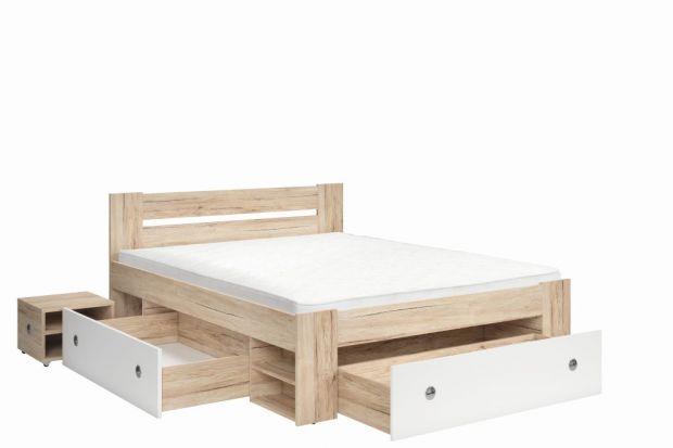 Łóżko z praktycznymi szufladami.