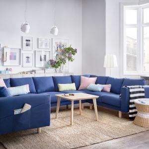 Sofa Norsborg dostępna jest w wielu kształtach, stylach i wymiarach. Nóżki wykonane z litego nadają jej ciekawy wygląd. Fot. IKEA