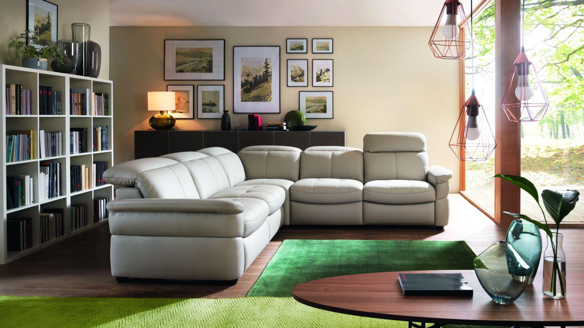 System Lora pozwala skonfigurować sofy i narożniki, które charakteryzują się subtelnym i wyważonym designem. Fot. Gala Collezione