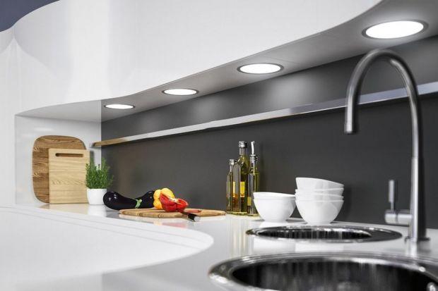Kuchnia – jak ją odpowiednio oświetlić? Oto mini poradnik, który pozwoli odpowiedzieć na najważniejsze kwestie przed wyborem najlepszego oświetlenia.