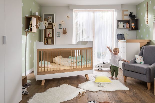 Pierwsze łóżeczko dziecka to bardzo poważny zakup. Podpowiadamy, jak wybrać najlepsze, ale i ...najpiękniejsze.