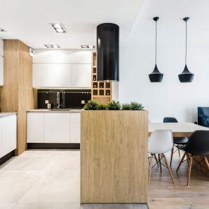 Półwysep pozwoli skutecznie oddzielić kuchnię od salonu. Fot. Max Kuchnie