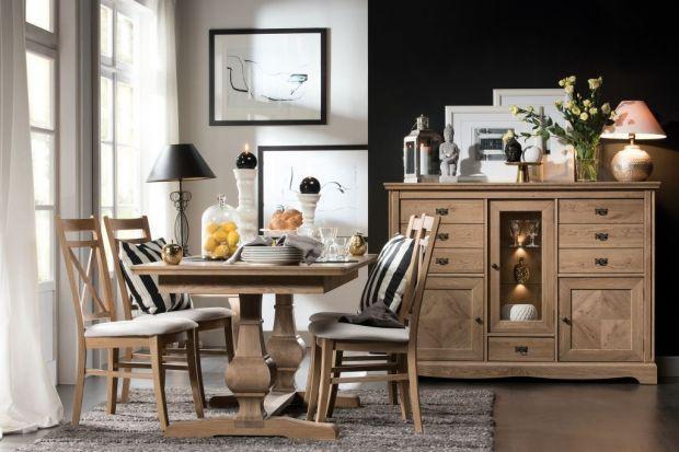 Naturalny materiał, z którego zostały wykonane drewniane meble, choć niezwykle elegancki i solidny, wymaga również systematycznej pielęgnacji. Szafy, stoły czy kredensy z litego drewna najczęściej zabezpieczane są bejcą, olejem, lakierem lub w