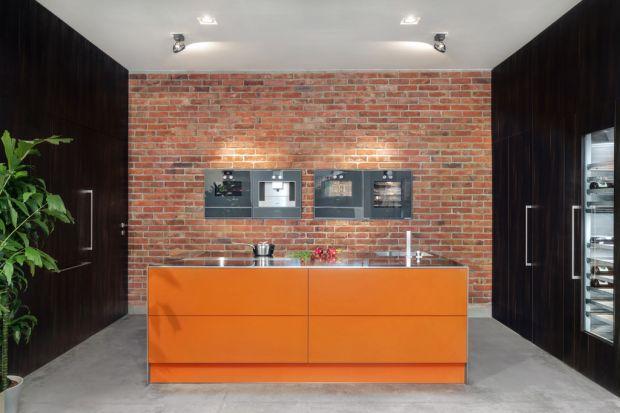 Wyrafinowane wzornictwo kuchni Z2 łączy w sobie prostą architektoniczną formę z trzema rodzajami wykończeń. Model wyposażony został również w zaawansowane funkcjonalne rozwiązania.