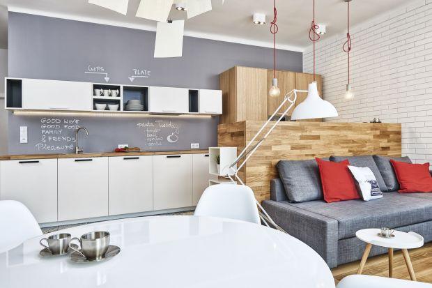 Zmagasz się z remontem kuchni o niewielkiej powierzchni? Zobacz nasze propozycje na małą kuchnie w bloku. Pokazujemy prawdziwe zdjęcia z polskich domów.