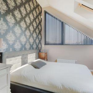 Nawet jeśli sypialnia jest mała, nie warto rezygnować z dużego łóżka. Pozwala ono na odpowiedni wypoczynek. Fot. Materiały prasowe Fabryka Materacy Janpol
