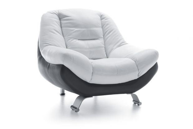 """Wygodny fotel wchodzący w skład zestawu """"Mello""""."""