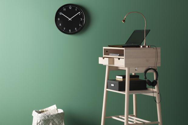 Kolekcja Knotten to nowoczesna wersja tradycyjnego sekretarzyka. Umożliwia pracę w stojącej pozycji.