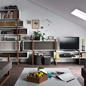 Kolekcja mebli Mio z wymiennymi półkami. Fot. Vox