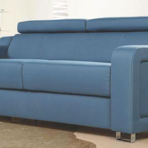 Sofa Andria. Ciekawym rozwiązaniem zastosowanym w meblu jest możliwość unoszenia całej sofy poprzez dwie specjalne dźwignie znajdujące się pomiędzy siedziskiem a bokami z lewej i prawej strony. Fot. Meblomak