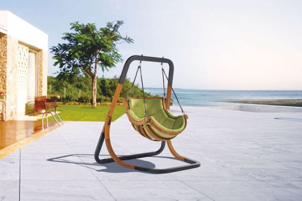 Świetnym uzupełnieniem klasycznych zestawów ogrodowych jest fotel wiszący. To ciekawe rozwiązanie zdobywa coraz większą popularność.