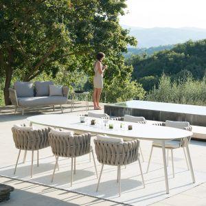 Kolekcja Tribu Tosca wyróżnia się ciekawym wzornictwem. Wygodne siedziska oferują komfort siedzenia. Fot. Go Modern Furniture