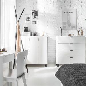 Komody w sypialni Simple. Fot. Vox