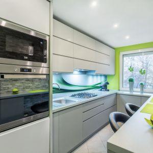 Soczyste barwy sprawiają, że aranżacja kuchnia nabiera smaku i energii. Fot. Studio Max Kuchnie/ Bugla