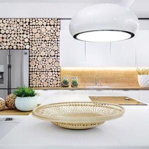 Drewniane elementy wprowadzą do wnętrza kuchni klimat naturalności. Fot. Studio Max Kuchnie/ Vigo