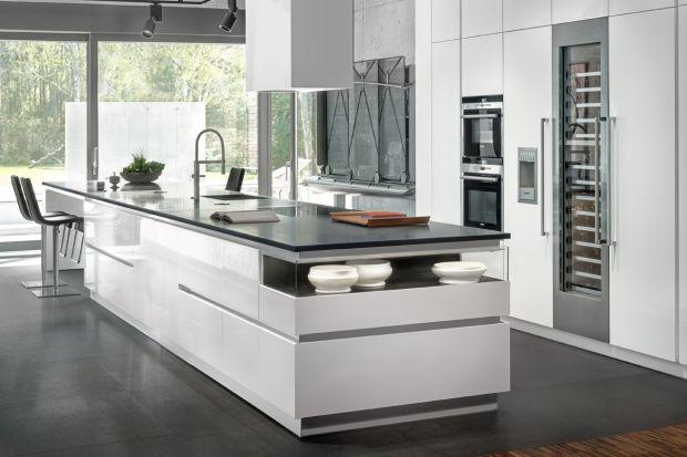 Geometryczne podziały i wyważone proporcje tworzą minimalistyczny styl kuchni Z1, marki Zajc.
