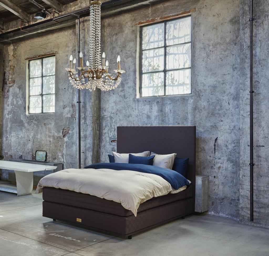 Łóżko w tkaninie Marwari marki Hästens. Fot. Martin Sølyst
