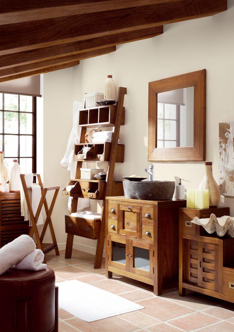 Drewniane meble do łazienki prezentują się stylowo i oryginalnie. Fot. Decoración Beltran