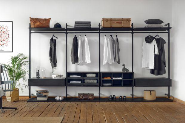Wygodna, pojemna szafa to mebel, który przyda się w każdym domu. System do przechowywania Uno oferuje szerokie spektrum możliwości wykorzystania. Od garderoby otwartej typu walk-in, poprzez szafę wnękową, aż po ażurowy regał.