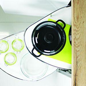 Półki do szafek narożnych Corner Optima są praktyczne i wygodne. Fot. Rejs