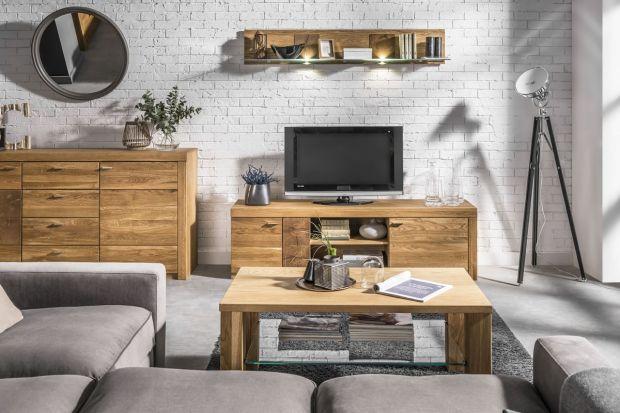 Meble wykonane z drewna niezmiennie cieszą się popularnością jako element wyposażenia salonów. Kreują niepowtarzalny, pełen ciepła styl, a przy tym są bardzo eleganckie. Co więcej, ich niekwestionowanym atutem jest uniwersalność, dlatego rów