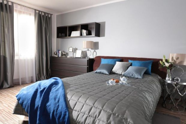 Sypialnia w domu to bardzo ważne miejsce. Tu odpoczywamy i nabieramy energii na kolejny dzień. Warto więc urządzić ją tak, aby wprawiała nas w zachwyt każdego dnia.