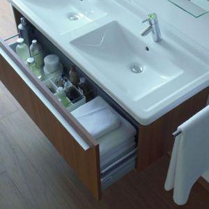 Kolekcja mebli łazienkowych X Large firmy Duravit. Dużo miejsca na przechowywanie i elegancki wygląd to znaki rozpoznawcze serii. W skład kolekcji wchodzi szeroka i zróżnicowana oferta konsoli i szafek. Fot. Duravit