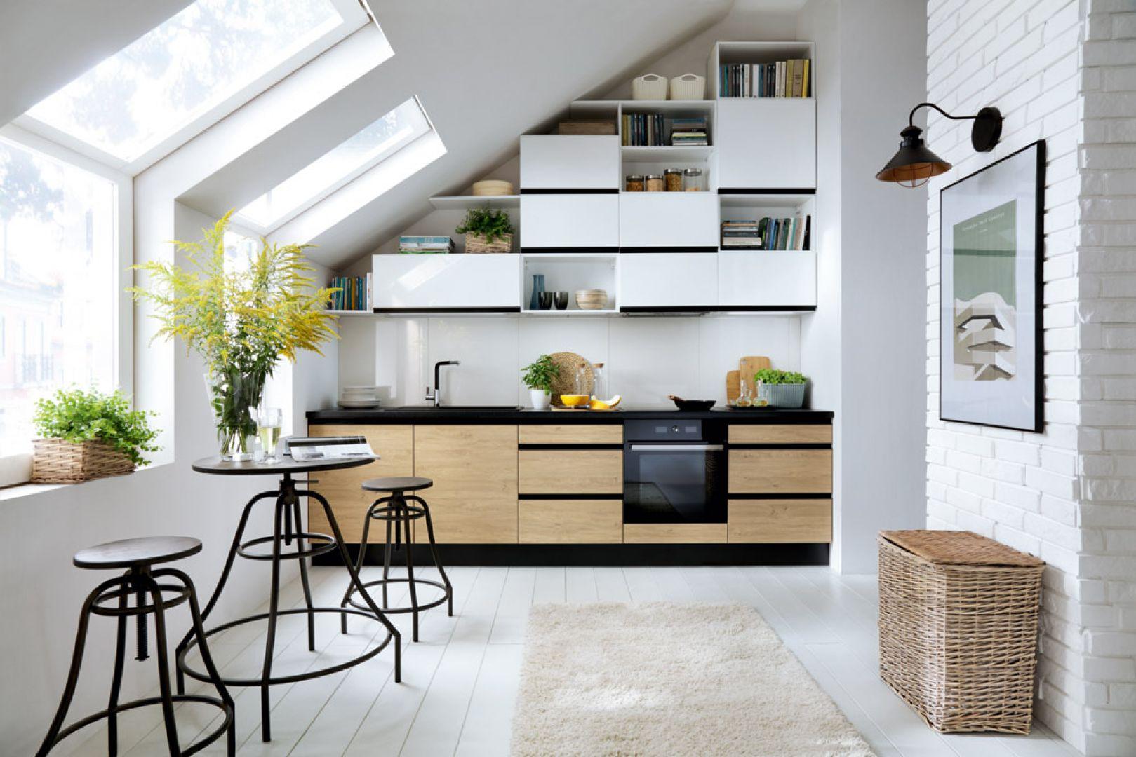 Bałagan powstaje wtedy, kiedy przedmioty nie mają swojego miejsca. Szczególnie w kuchni warto zadbać o odpowiednią ilość szafek do przechowywania. Fot. Black Red White