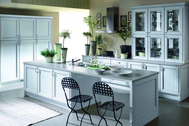 Elegancka kuchnia w stylu klasycznym.