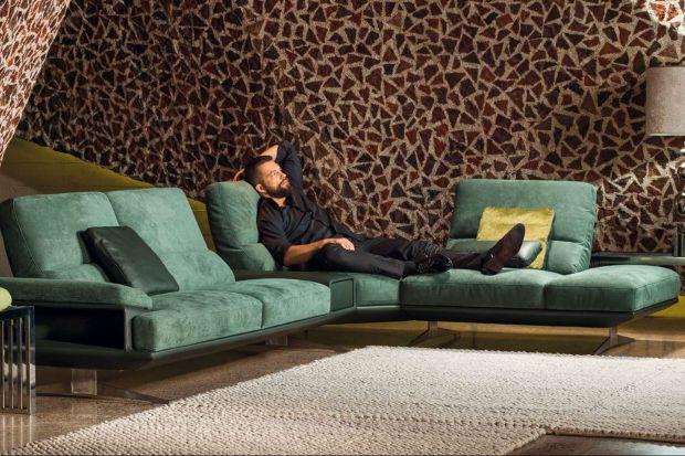 Sprano to zestaw wypoczynkowy, w skład którego wchodzą: sofy 2- i 3-osobowe.