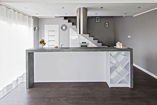 Kuchnia pod skosami to prawdziwe wyzwanie aranżacyjne. Zobacz, jakie wybrać meble i jak ją urządzić, aby była funkcjonalna i piękna.