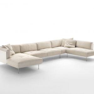 """Sofa """"Rod"""" włoskiej marki Living Divani (projekt: Piero Lissoni) na cienkich, wysokich nóżkach. Odsłonięty stelaż jest cechą charakterystyczną wielu włoskich projektów. Fot. Living Divani"""