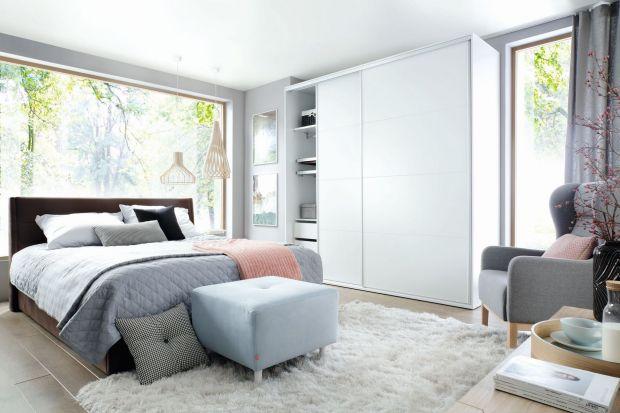 Funkcjonalna i pojemna szafa do sypialni.