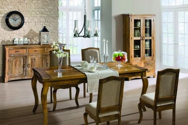 Wnętrza w stylu rustykalnym inspirowane są życiem wiejskim, slow life i kojarzą się z prostotą oraz harmonią znaną z natury. Motywem przewodnim takich aranżacji jest drewno, które nadaje przytulnego, domowego charakteru i niepowtarzalnego klimat